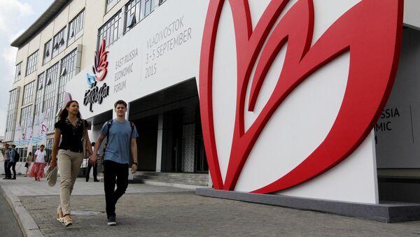 Edificio de la Universidad Federal del Lejano Oriente, donde tendrá lugar el Foro Económico Oriental 2015 - Sputnik Mundo