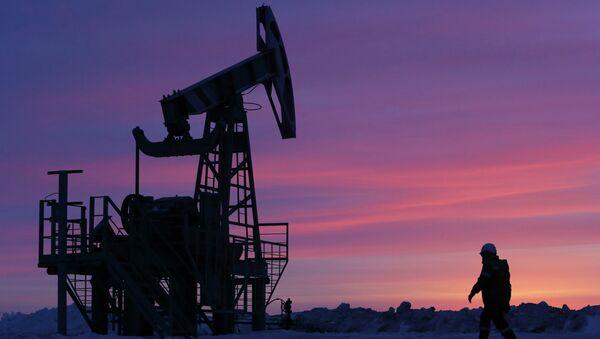 Extracción de petróleo en Bashkortostán, Rusia - Sputnik Mundo