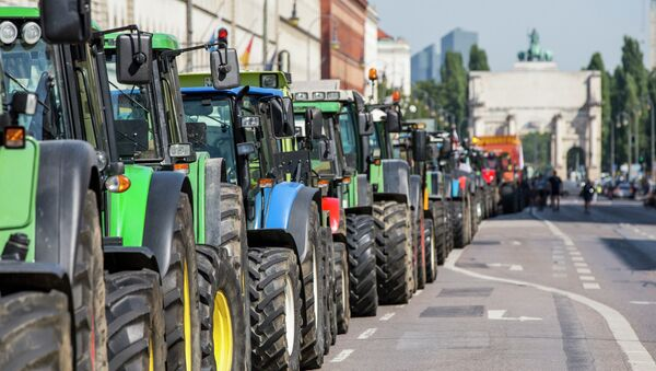 Tractores en el centro de Múnich durante la protesta, el 1 de septiembre, 2015 - Sputnik Mundo