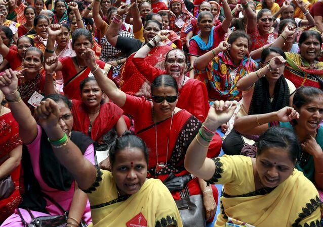 Mujeres indias participan en una protesta