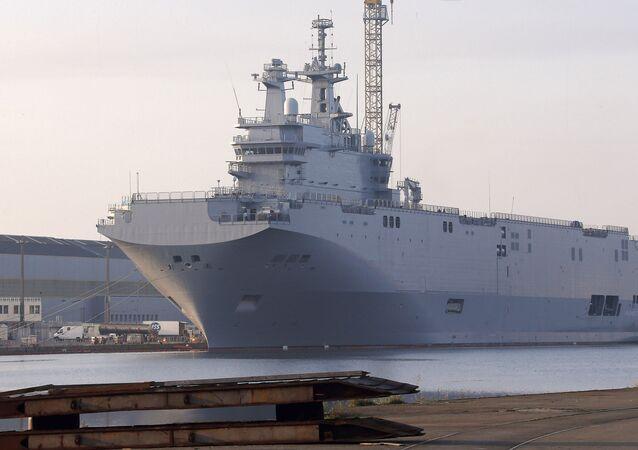 Portahelicópteros clase Mistral en el astillero Saint-Nazaire en Francia