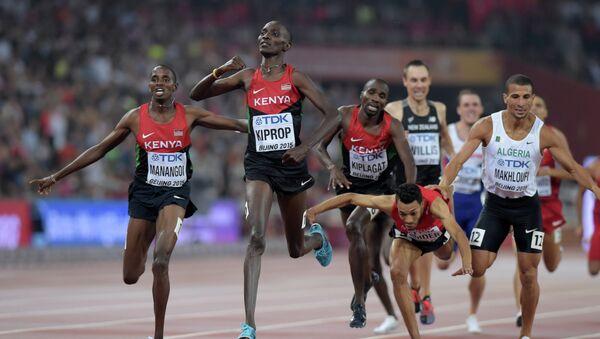 Asbel Kiprop gana en una distancia de 1.500 en los Campeonato Mundial de Atletismo en Pekín - Sputnik Mundo