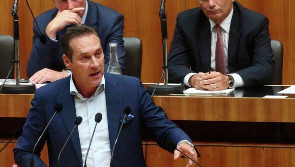 Heinz-Christian Strache, presidente del Partido de la Libertad de Austria (FPÖ), durante la sesión parlamentaria en Viena, el 1 de septiembre, 2015 - Sputnik Mundo
