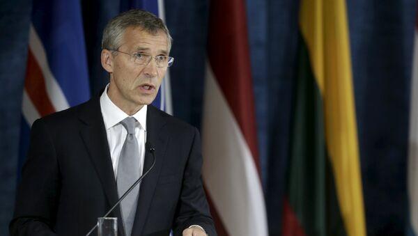 Jens Stoltenberg, secretario general de la OTAN, durante una rueda de prensa en Lituania, el 3 de septiembre, 2015 - Sputnik Mundo