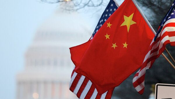 The People's Republic of China flag and the U.S. Stars and Stripes fly along Pennsylvania Avenue near the U.S. Capitol in Washington - Sputnik Mundo