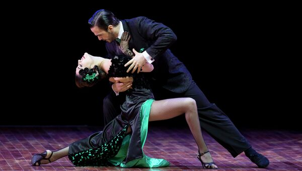 Ezequiel Lopez and Camila Alegre of Argentina compete in the stage category at the World Tango Championship final in Buenos Aires, Argentina, Thursday, Aug. 27, 2015. - Sputnik Mundo