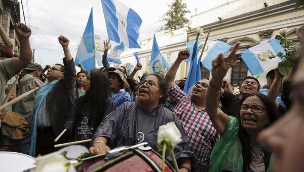 Manifestación frente al Congreso de Guatemala, el 1 de septiembre, 2015 - Sputnik Mundo
