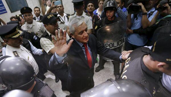 Expresidente de Guatemala, Otto Pérez Molina, sale de la Corte Suprema de Justicia, el 3 de septiembre de 2015 - Sputnik Mundo