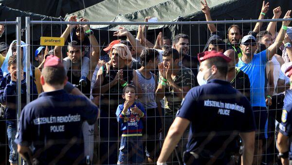 Refugiados sirios en Hungría (archivo) - Sputnik Mundo