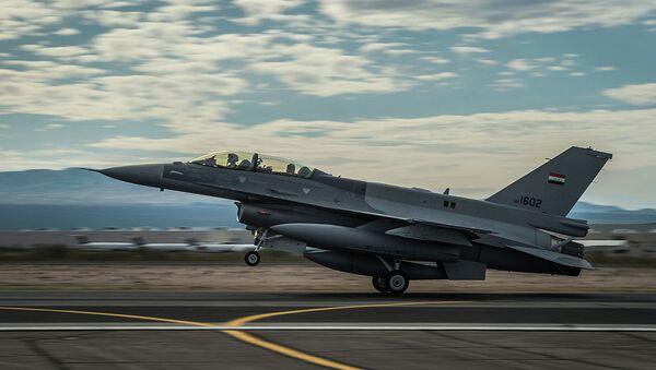 Caza F-16 de la Fuerza Aérea de Irak - Sputnik Mundo