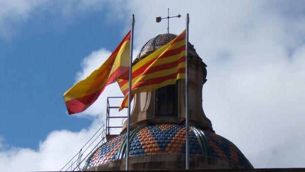 Banderas de España y Cataluña - Sputnik Mundo