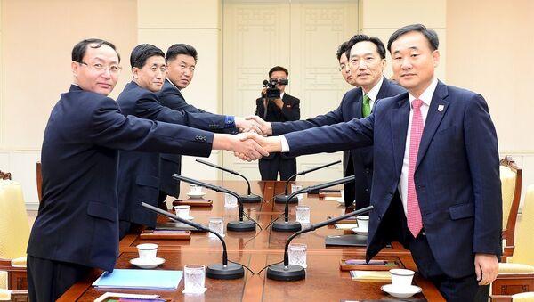 El encuentro entre los representantes de la Corea del Norte y la Corea del Sur en Panmunjom (archivo) - Sputnik Mundo