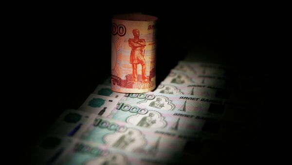 Russian rouble banknotes are seen in this file illustration picture taken in Moscow September 30, 2014. - Sputnik Mundo