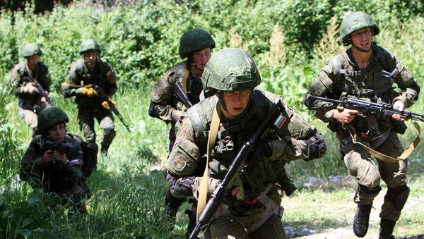 Militares rusos durante unos ejercicios (archivo) - Sputnik Mundo