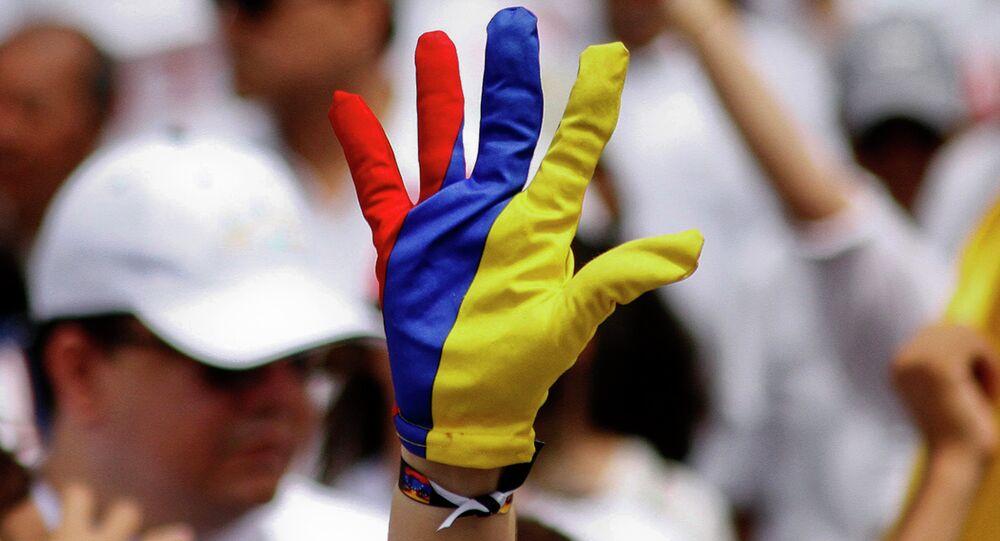 Guante con colores de la bandera venezolana