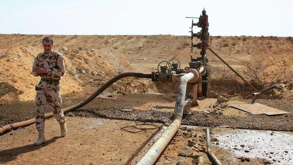 Yacimiento de petróleo en Homs, Siria (archivo) - Sputnik Mundo