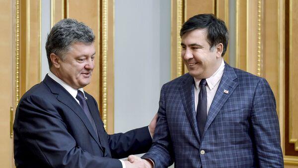 El líder del Movimiento de Nuevas Fuerzas, Mijaíl Saakashvili, y el presidente Ucraniano Petró Poroshenko (archivo) - Sputnik Mundo