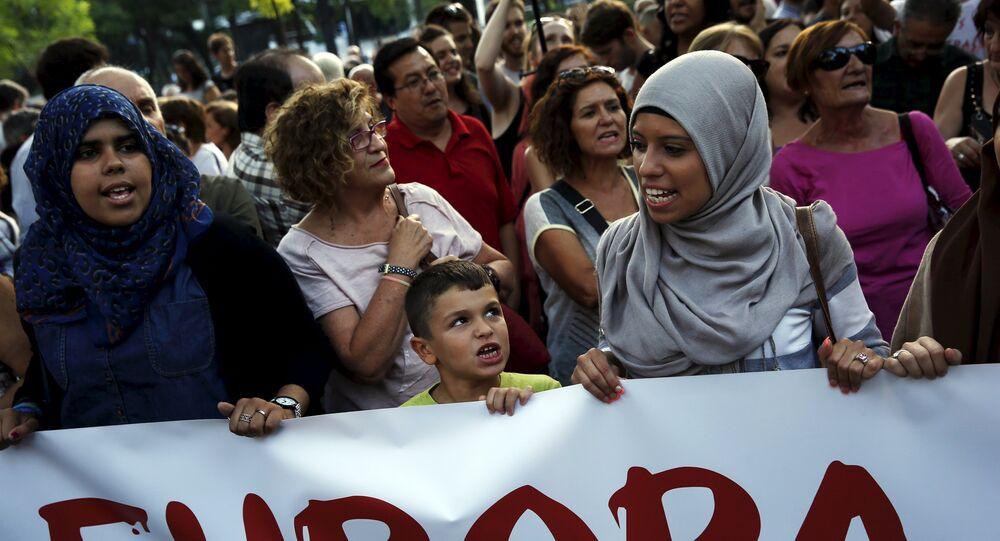 Manifestación contra política actual europea de reparto de refugiados en Madrid, España