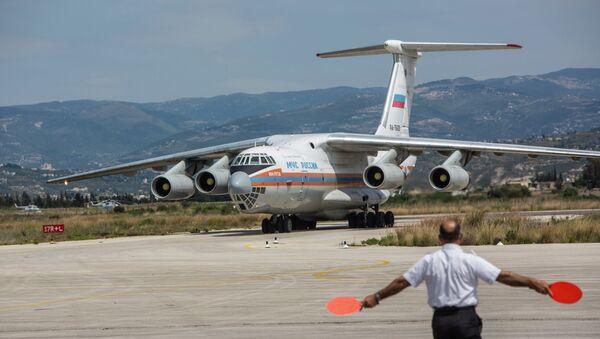 Avión ruso con ayuda humanitaria en Siria - Sputnik Mundo