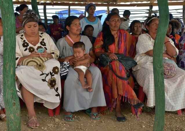 Indígenas de la etnia binacional wayúu