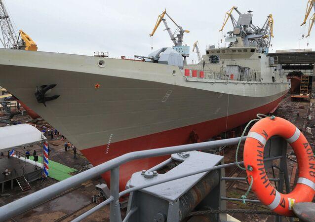 Construcción de un buque en un astillero en oblást de Kaliningrado, Rusia