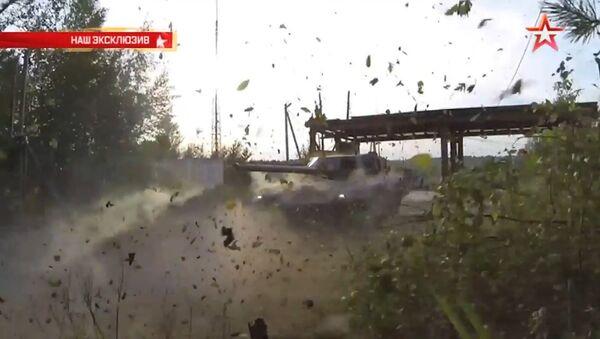 El carro de combate ruso Armata ataca un blanco - Sputnik Mundo