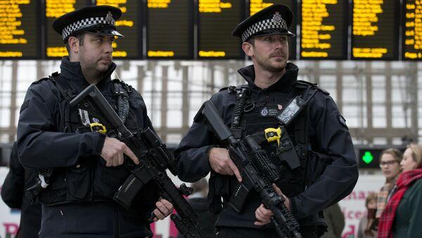 Policías britañicos durante la Semana Antiterrorista en Londres (archivo) - Sputnik Mundo
