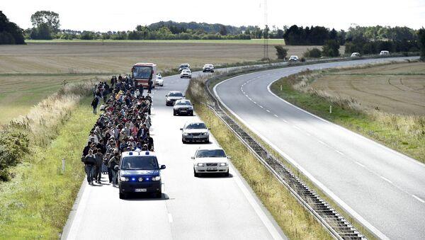 Migrantes sirios en el camino a Dinamarca - Sputnik Mundo