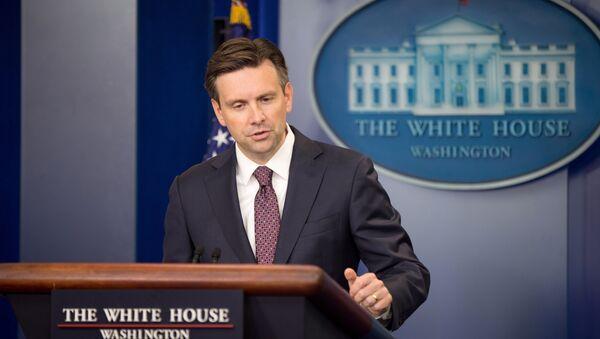 El portavoz de la Casa Blanca, Josh Earnest - Sputnik Mundo