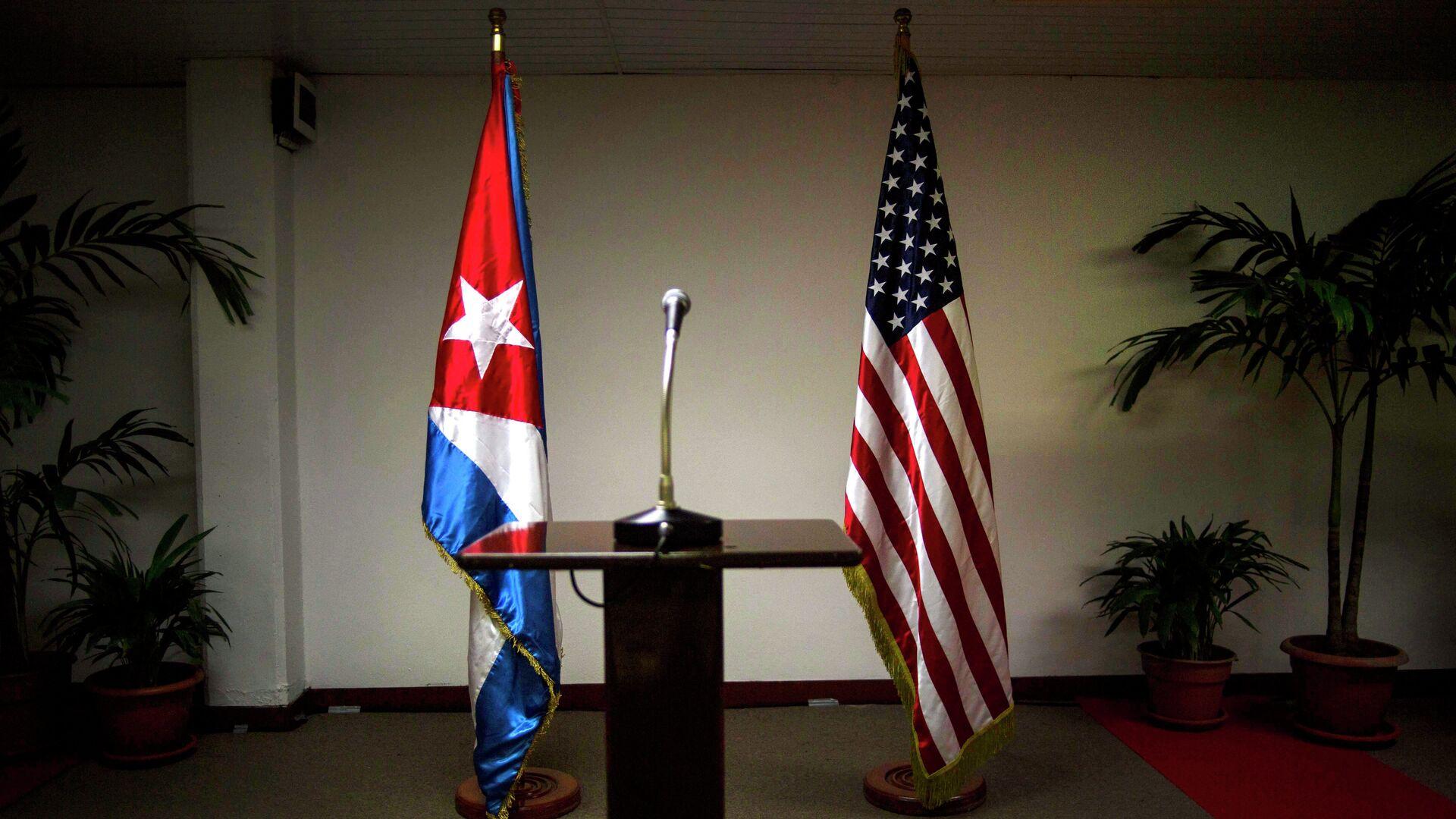 Banderas de EEUU y Cuba - Sputnik Mundo, 1920, 01.06.2021