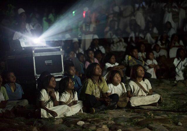 Presentación el documental 'Magia Salvaje' en la Comunidad Arhuaca, en Nabusímake