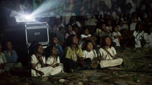 Presentación el documental 'Magia Salvaje' en la Comunidad Arhuaca, en Nabusímake - Sputnik Mundo