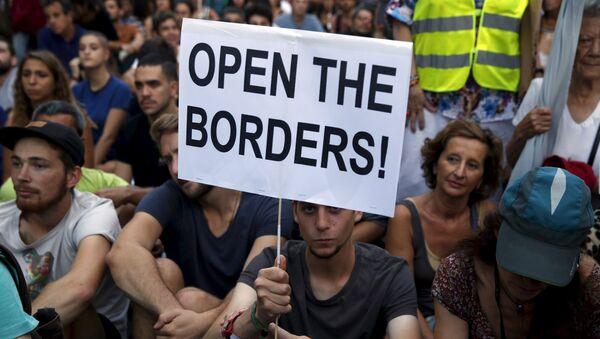 Manifestación en solidaridad con los refugiados en Madrid - Sputnik Mundo