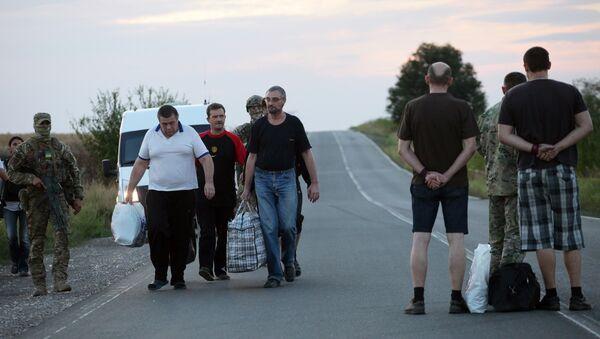 Liberación de prisioneros de guerra en Donetsk - Sputnik Mundo