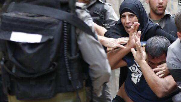 Muslimes palestinos chocan con fuerzas policiales, Jerusalén - Sputnik Mundo