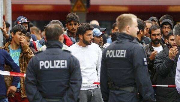 Refugiados en la estación de Freilassing en Alemania - Sputnik Mundo