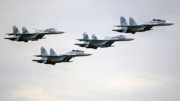 Aviones de combate de Rusia Su-27 y Su-30 - Sputnik Mundo