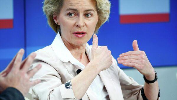 Bundesverteidigungsministerin Ursula von der Leyen - Sputnik Mundo