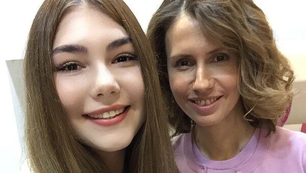 Mariana Naúmova y Asma Asad - Sputnik Mundo