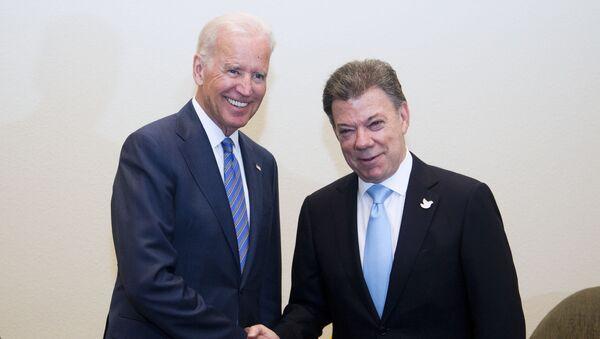 Vicepresidente de EEUU, Joe Biden y presidente de Colombia, Juan Manuel Santos - Sputnik Mundo