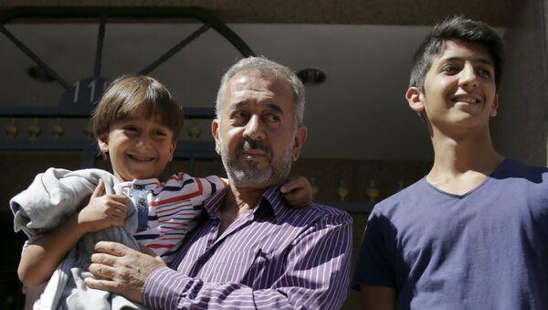 Osama Abdul Mohsen, el refugiado sirio al que la periodista húngara puso la zancadilla - Sputnik Mundo