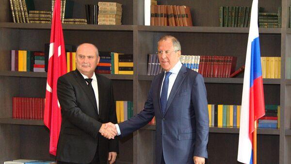 Reunión de ministro ruso de Exteriores, Serguéi Lavrov, y su homólogo turco, Feridun Sinirlioğlu - Sputnik Mundo