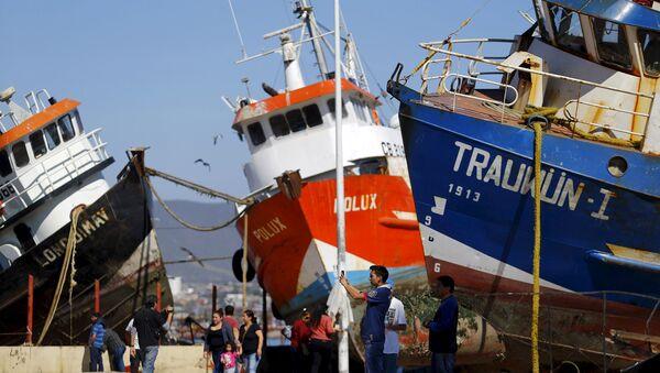 Los buques se ven en la calle después de un terremoto en Chile - Sputnik Mundo