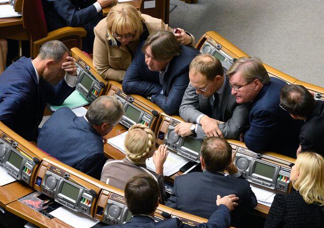 Los diputados del Parlamento de Ucrania
