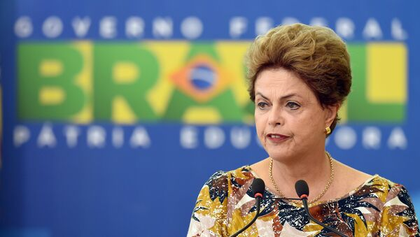 Brazilian President Dilma Rousseff delivers a speech during the renewal ceremony of Rodrigo Janot as Attorney General of the Republic for a further two-year term at Planalto Palace in Brasilia on September 17, 2015. - Sputnik Mundo