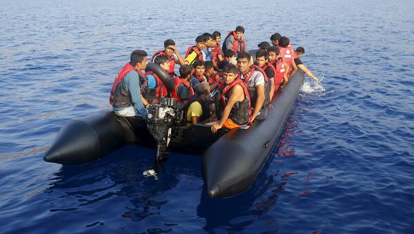 Migrantes cerca de las costas de Turquía - Sputnik Mundo