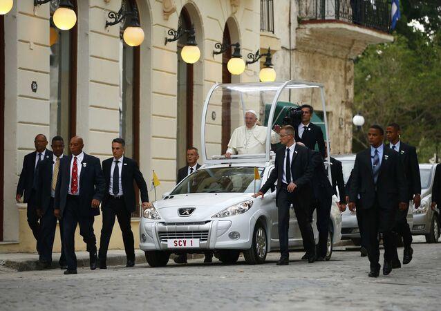 El papa Francisco llega al catedral de La Habana
