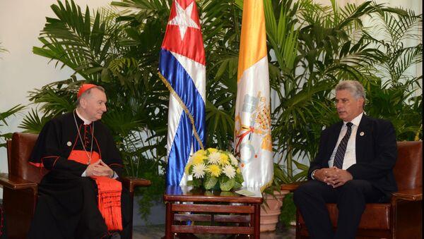 El primer vicepresidente de los Consejos de Estado y de Ministros de Cuba, Miguel Díaz-Canel Bermúdez (dcha.) y el secretario de Estado de la Santa Sede, cardenal Pietro Parolin - Sputnik Mundo