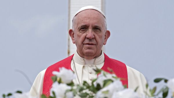 Pope Francis looks out from the Loma de la Cruz hill in Holguin, Cuba, on September 21, 2015 - Sputnik Mundo