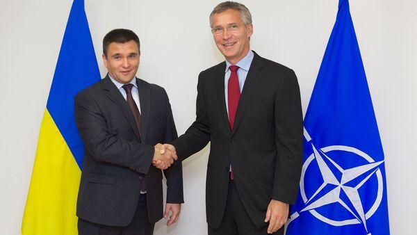 Ministro de Asuntos Exteriores de Ucrania, Pavló Klimkin, y el secretario general de la OTAN, Jens Stoltenberg - Sputnik Mundo